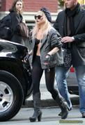 [Image: th_73004_Lady_Gaga_12_122_3lo.JPG]