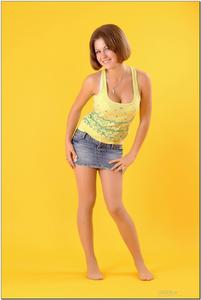 http://img11.imagevenue.com/loc369/th_278829917_tduid300163_sandrinya_model_denimmini_teenmodeling_tv_013_122_369lo.jpg
