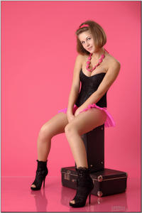 http://img11.imagevenue.com/loc494/th_254893809_tduid300163_sandrinya_model_pinkmini_teenmodeling_tv_048_122_494lo.jpg