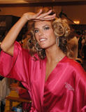 th_97145_fashiongallery_VSShow08_Backstage_AlessandraAmbrosio-72_122_653lo.jpg