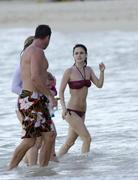 http://img11.imagevenue.com/loc58/th_25218_RachelBilson_2011_04_23_bikinicandidsinBarbados_010_122_58lo.jpg
